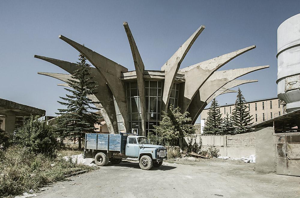 Roberto Conte - Stazione centrale degli autobus, di Henrik Arakelyan (1978). Hrazdan, Armenia.